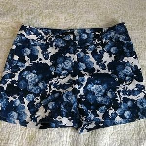 Limited mid rise Blue Floral Shorts sz. 10 NWOT